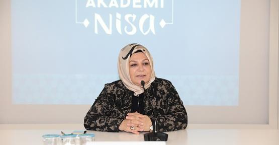 Akademi Nisa'da İlk Ders ''Kadının Siyasetteki Yeri'' Konuşuldu