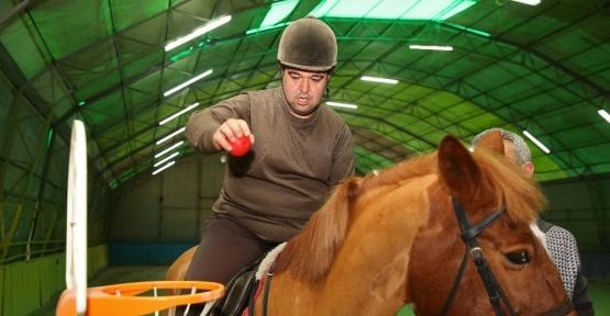 Atlı terapi şifa dağıtıyor
