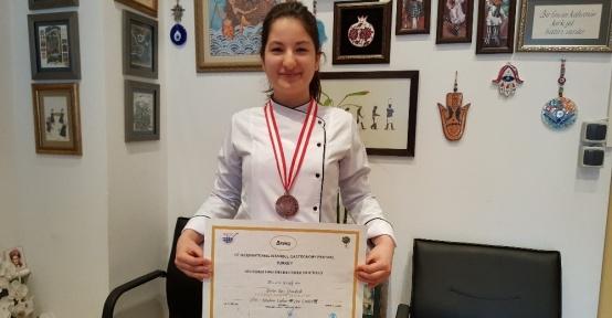 'Baharatlı Balkabaklı Turta' bronz madalya kazandırdı