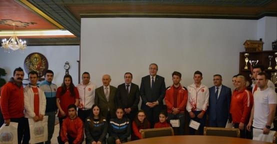 Başarılar sporcular Ünver'i ziyaret etti