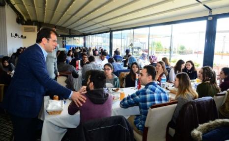 Başkan İmamoğlu Burs Alan Öğrencilerle Buluştu