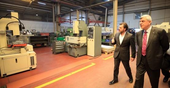 Başkan Karaosmanoğlu, fabrika yöneticileri ve çalışanlarını ziyaret etti