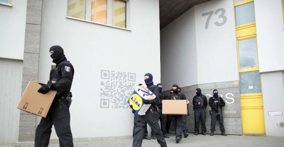 Berlin'de DEAŞ'a baskın