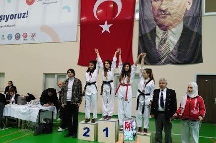 Burhaniye Uğur Anadolu Lisesi'nde madalya sevinci