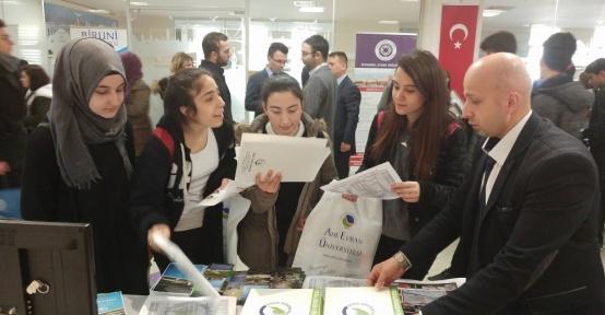 Düzce Üniversitesi üniversiteler fuarında öğrencilerle buluştu