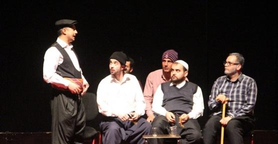 Elazığ'da 'Göç' adlı tiyatro oyunu sahnelendi