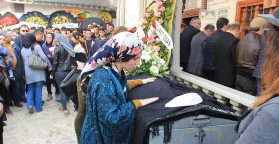 Elif Öğretmen 2 bin kişi ile son yolculuğuna uğurlandı