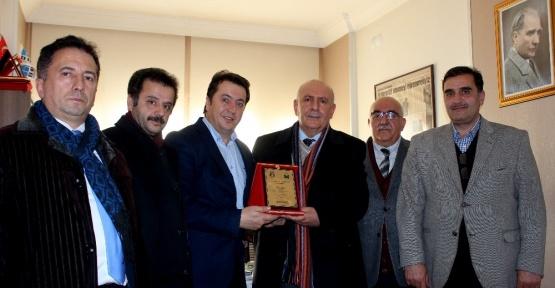 Erzurum Kent Konseyinden Türkez'e teşekkür plaketi