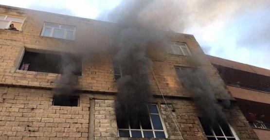 Evde çıkan yangında maddi hasar meydana geldi