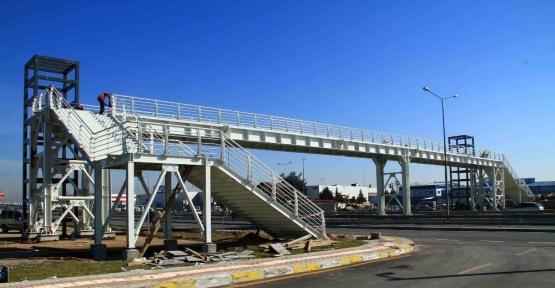 Fuar Merkezi yaya köprüsünde çalışmalar sürüyor