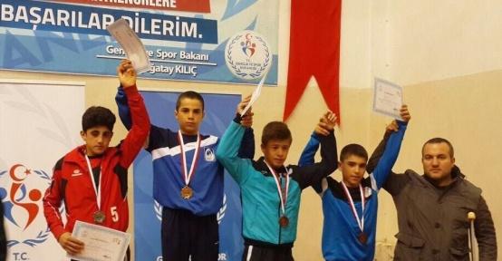 Güreşte Türkiye Şampiyonu Yunusemre'den