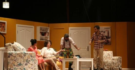 """""""Hangisi Babası"""" adlı tiyatro oyunu sahnelendi"""