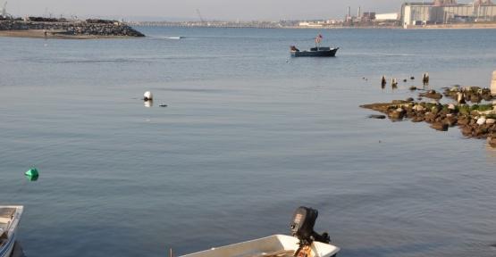 Hatay'ın Payas ilçesinde deniz suyu 5 metre çekildi