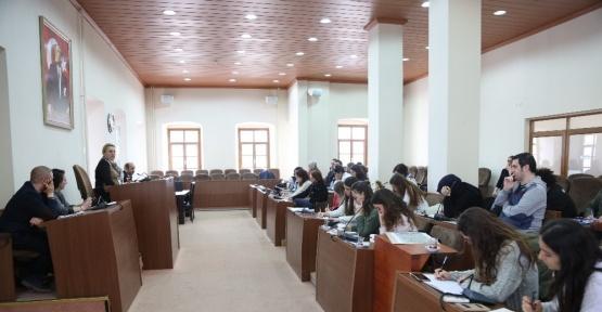 İYTE'li öğrenciler projelerini Başkan Uyar'a sundu