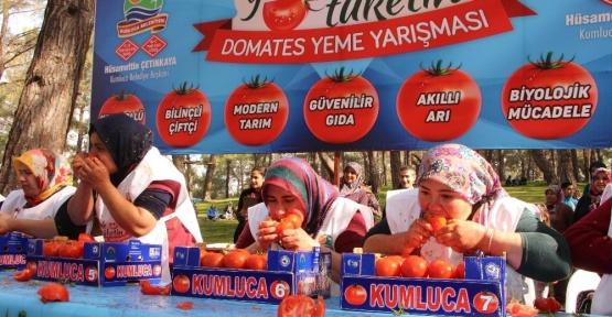 Kadınların domates yeme yarışması