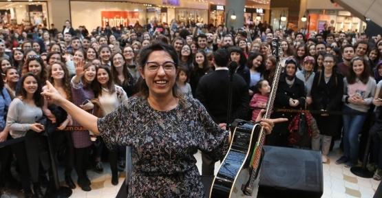 Kalben İzmir'de  aşk dolu konser verdi