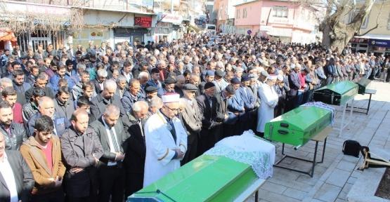 Kazada ölen aynı aileden 4 kişi yan yana defnedildi
