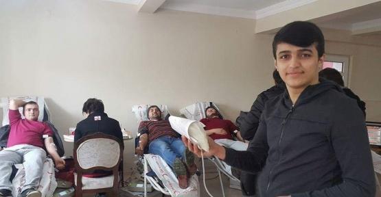 Köylüler Kızılay'a kan bağışında bulundu