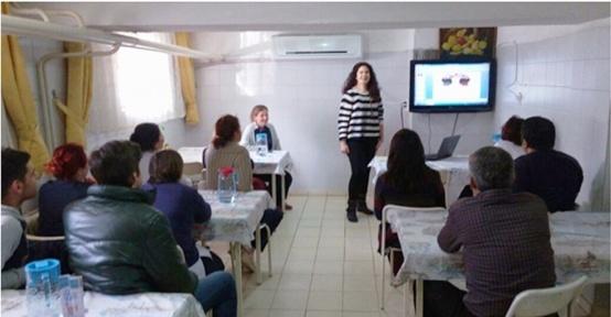 Lapseki Devlet Hastanesi'nde iletişim eğitimi verildi