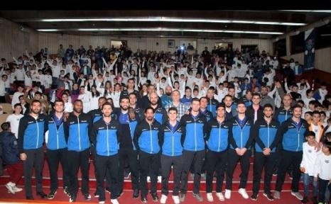 Mavi Kaplanlar 400 sporcusu İle Minik Kaplanlarla Buluşuyor