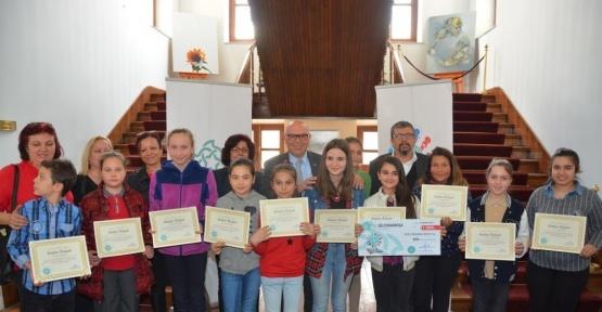 Mutlugiller Öykü Yarışmasının kazananları ödüllerini aldı
