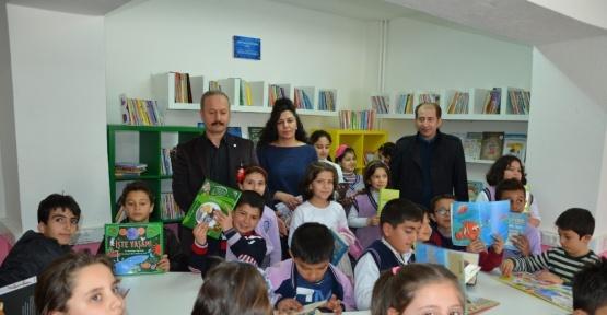 Nadir İlkokuluna kütüphane desteği