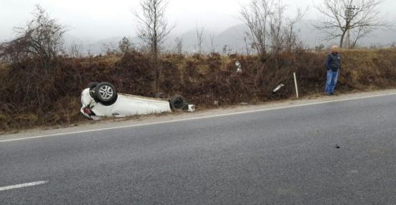 Önce otomobile çarptı, sonra kanala uçtu