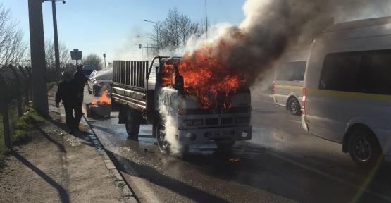 (Özel Haber) Kamyonet alev alev yandı, sürücüsü canını zor kurtardı