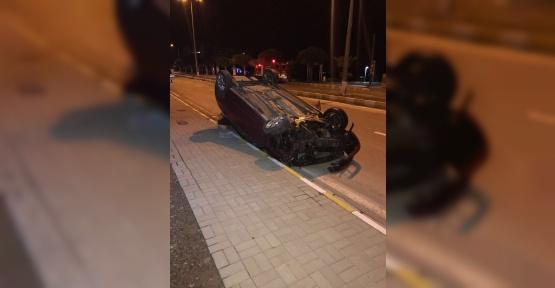 Refüje çarpan araç takla attı: 1 yaralı