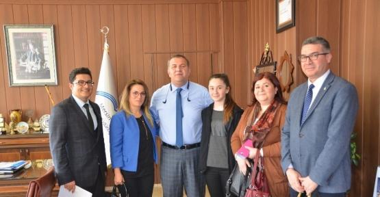 Resim Yarışması Türkiye ikincisi Melek'ten Müdür Koca'ya ziyaret