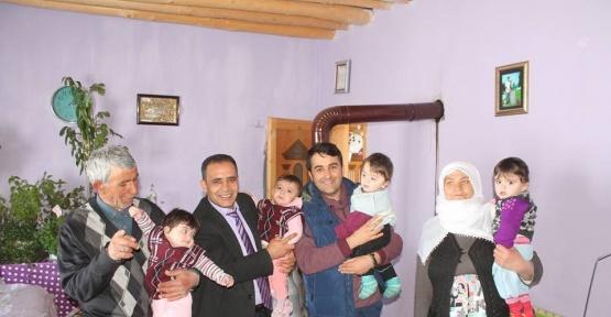 Saray Belediye Başkan Vekili dördüzü olan aileyi ziyaret etti.