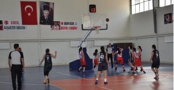 Simav'da basketbol grup maçları başladı