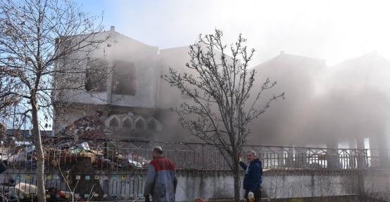 Sinop'ta eski otel binasında yangın