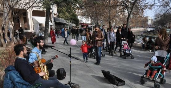 Sokak müzisyenleri Eskişehir'de özgürlük istiyor