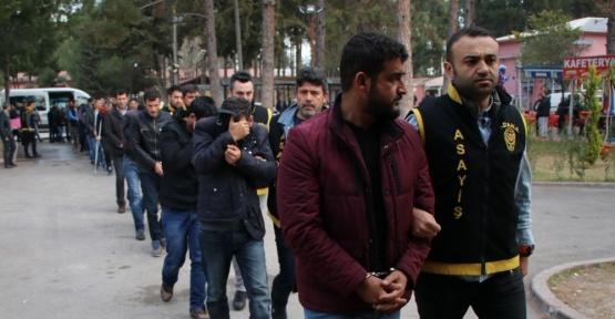 Tele dolandırıcılık sanığı 19 sahte polis ve savcı tutuklandı