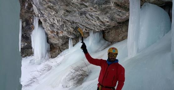 Van'da buzul şelalesine tırmanış