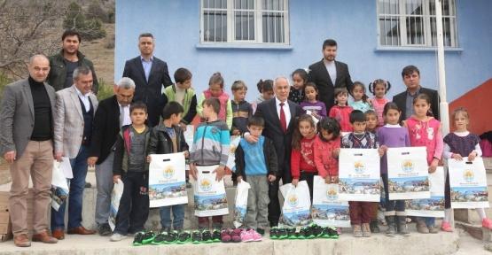 """100 Köy Okuluna 100 Kütüphane"" projesi"