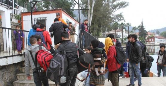 6 kişilik yelkenlide 60 sığınmacı