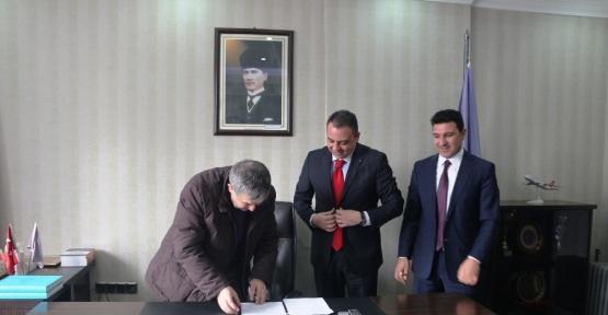 Ağrı'da  'Kapımız Esnafa Açık' protokolü anlaşması imzaladı