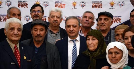 AK Parti yaşlılar ile bir araya geldi