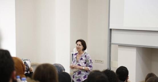 Akademisyenler mesleki öykülerini paylaşıyor
