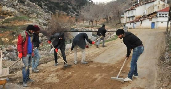 Akşehir Belediyesi kilitli taş çalışmalarını sürdürüyor