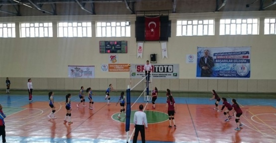 ANALİG Voleybol yarı finalleri tamamlandı