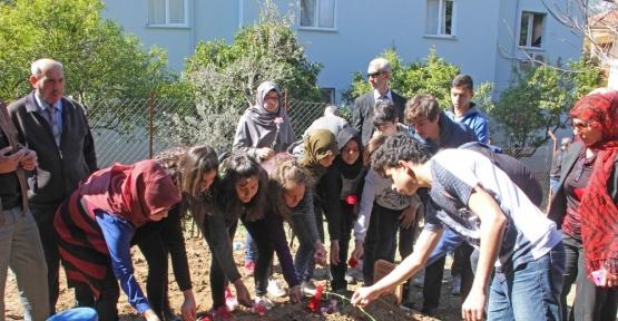 Antalya'da 2 okul yaptıran hayırsevere, öğretmen ve öğrencilerden vefa