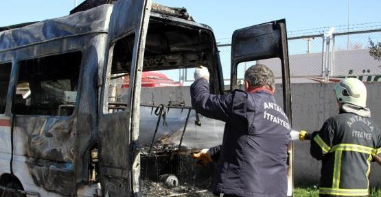 Antalya'da midibüs yangını