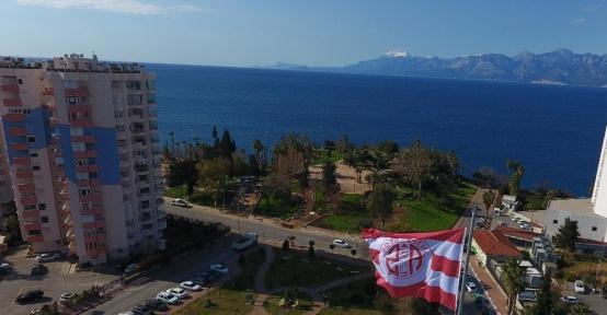Antalya'nın kalbine Antalyaspor bayrağı