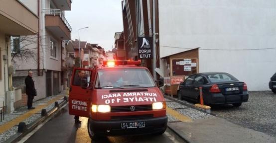 Asansörde mahsur kalan bir kişi itfaiye ekiplerince kurtarıldı