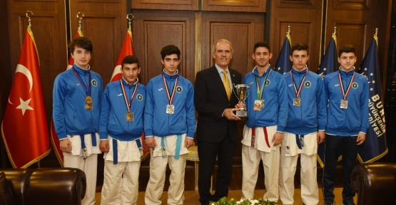 Avrupa fatihi karatecilere altın ödülü