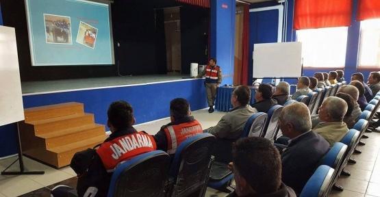 Ayvalık'ta jandarma trafik timlerinden servis şoförlerine eğitim