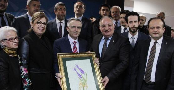 """Bakan Ağbal: """"PKK'nın elebaşları Avrupa'da koştururken güvenlik sarsılmıyor mu?"""""""